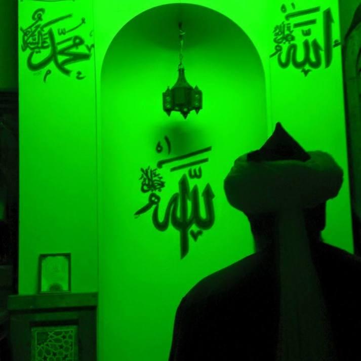 Sultan Shaykh Muhammad Adil Q.S praying Fajr
